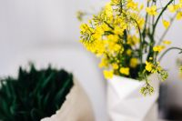 Kaboompics - Yellow flowers in vase