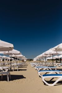 Kaboompics - Umbrellas and lounge chairs on Sunny Beach, Bulgaria