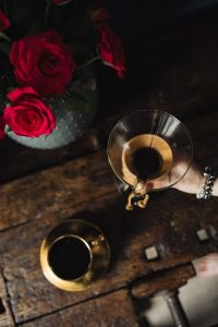 Kaboompics - Enjoying a finely brewed coffee, gold coffee cup & red roses