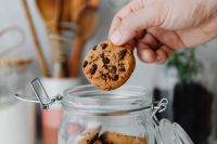 Kaboompics - Chocolate chip cookies in a jar