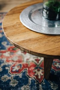 Kaboompics - Wooden table, carpet