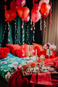Kaboompics - Valentine's Day Breakfast in Bed: Coffee, flowers, tray, balloons