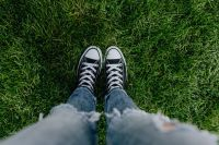 Kaboompics - Woman, jeans, sneakers, green grass
