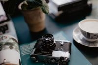 Kaboompics - Old analog camera and photography book