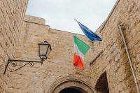 Kaboompics - The flag of Italy and the European Union at the castle dell'Ovo