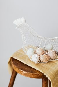 Kaboompics - Hen - shaped egg basket