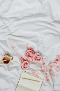 Kaboompics - Pink roses - coffee - notepad