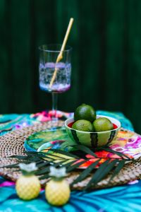 Kaboompics - Limes and glass of water with straw