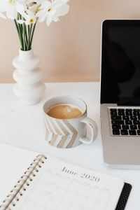 Kaboompics - Laptop - organizer - white flowers & cup of coffee on marble table