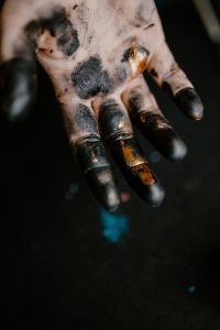 Kaboompics - Messy painted hands of a painting artist