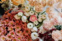 Kaboompics - Ranunculus, buttercups, spearworts and water crowfoots, Dianthus, carnation, chrysanthemum