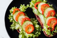 Kaboompics - Breakfast sandwich with hummus - lettuce - sweet pepper - cucumber