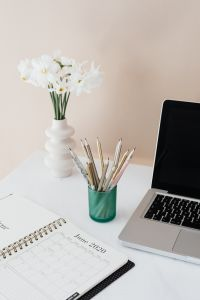 Kaboompics - Laptop - organizer - white flowers - pencils & cup of coffee on marble table