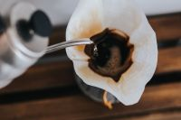 Kaboompics - Pouring hot water in Chemex
