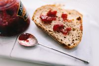 Kaboompics - Bread with jam