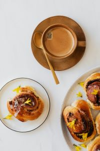 Kaboompics - Coffee - book - cinnamon rolls