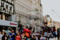 Kaboompics - A show of soap bubbles on Piotrkowska Street in Łódź, Poland