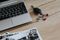 Kaboompics - Black-and-white photos with a silver laptop and car keys