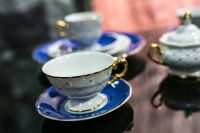 Kaboompics - White and blue teacups with saucers