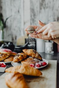 Kaboompics - Croissants, puff pastry, powdered sugar and raspberries