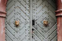 Kaboompics - Intricately ornamented doors with sculpted rappers