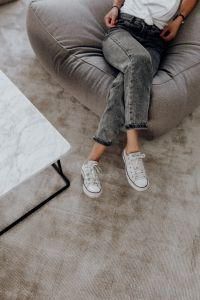 Kaboompics - Woman wearing grey jeans & white trainers