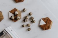 Kaboompics - Quail eggs and white marble