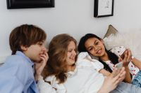 Kaboompics - Teens sit together on the couch and use phones