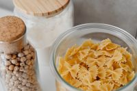 Kaboompics - Farfalle pasta in jar and chickpeas