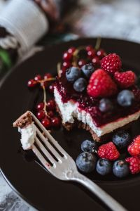 Kaboompics - Cheesecake with blueberries and raspberries