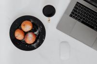 Kaboompics - Marble desk with laptop, homemade Polish doughnuts and coffee