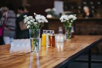 Kaboompics - Table with white flowers in glasses