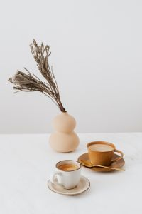 Kaboompics - Coffee & Vase on Marble
