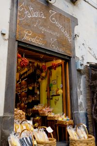 Kaboompics - A farmhouse market on a street in Sorrento, Italy - spices, lemons, delicacies, local products