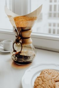 Kaboompics - Brewing third wave coffee with Chemex