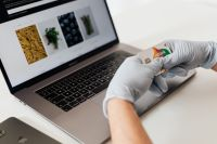 Kaboompics - Hands in hygienic glove - online shopping
