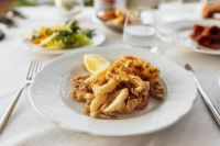 Kaboompics - Fritto Misto (Mixed Fried Seafood - prawns, calamari)
