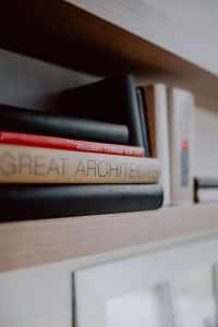 Kaboompics - Architecture books on the shelf
