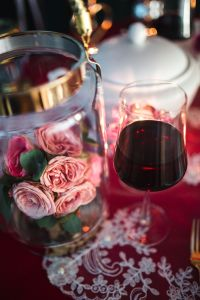 Kaboompics - Table Decorations for Valentine: Red Wine and pink roses