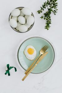 Kaboompics - Easter flat lay with green eggs and fried egg on a plate