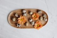 Kaboompics - Quail's eggs on a wooden tray