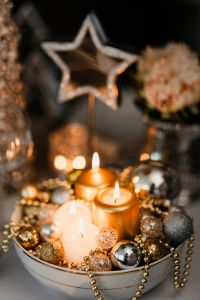Kaboompics - Christmas decorations and candles in gold and silver tones