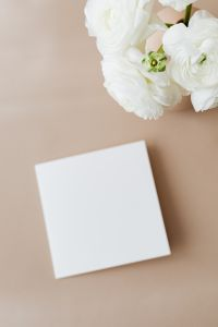 Kaboompics - Blank card & flowers on beige background