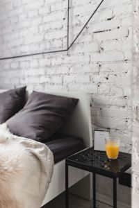 Kaboompics - White brick wall, bed and marble bedside table