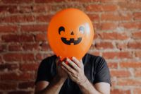 Kaboompics - The man with the Halloween balloon