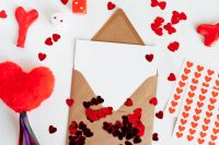 Kaboompics - Heart - Postcard - Playing Cards - Copy Space - Confetti