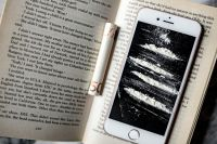 Kaboompics - Cocaine on a smartphone iPhone, opened book