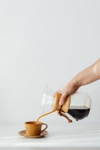 Kaboompics - Coffee brewed in a Chemex and peanut butter sandwiches for breakfast