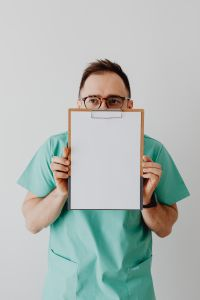 Kaboompics - Doctor with clipboard