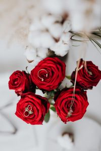 Kaboompics - Red roses, gold jewellery and beauty accessories on white marble